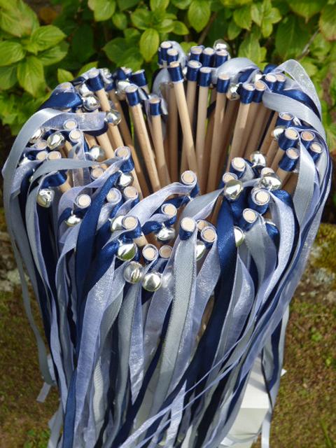 Baguettes de rubans satin grelots idée sortie de cérémonie laïque ou religieuse