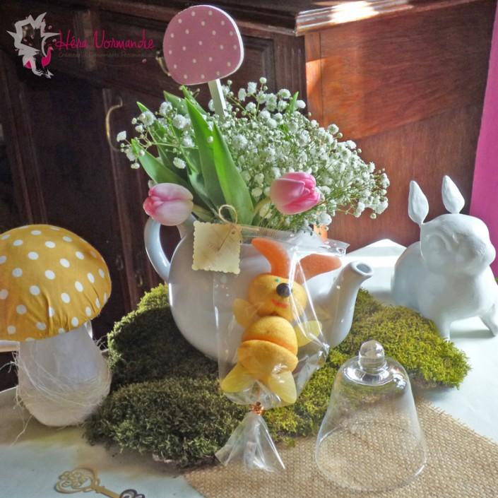Décoration Alice au Pays des Merveilles Pâques lapins champignons théière mousse toile de jute blog