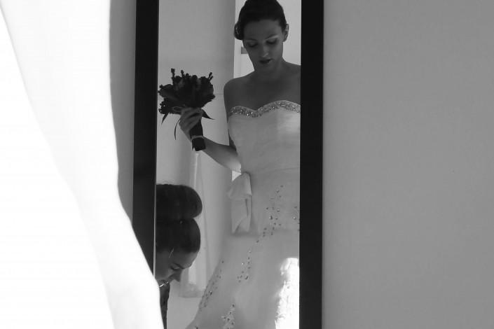 La mariée devant un miroir