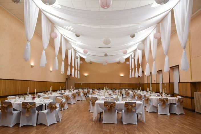 Décoration plafond salle des fêtes calvados drapés suspendus